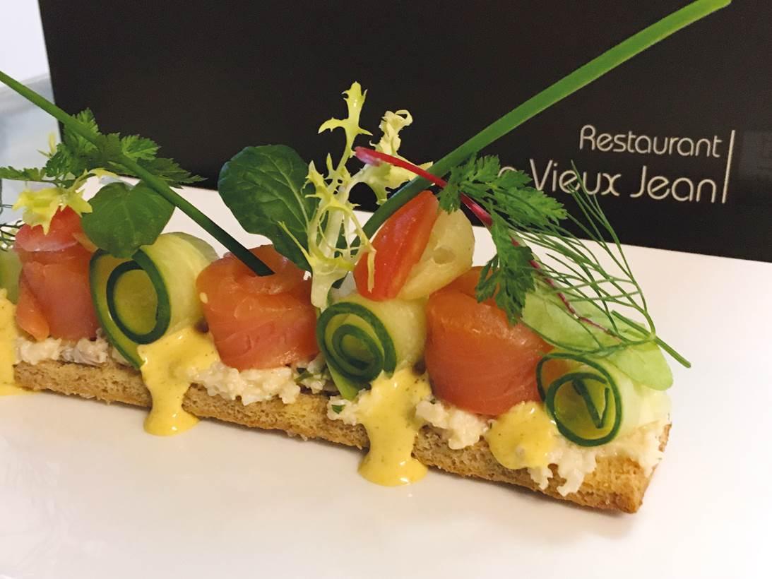 Bruschetta met Bawykov® zalm, Noordzeekrab en komkommer